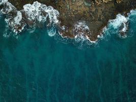 fågelperspektiv av havsstranden