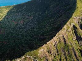línea de cresta de montaña costera