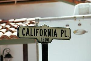 California Pl. 1500 black and white text sign