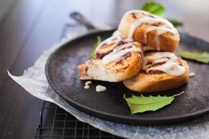 Cinnamon buns on skillet
