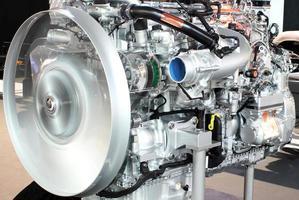 Primer plano del motor de camión pesado foto