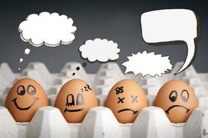 personagens de ovo de balão de pensamento
