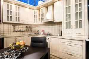 interior branco da cozinha