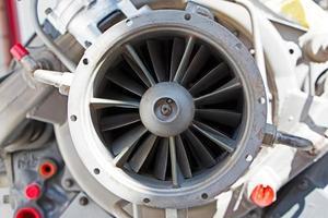 Partes mecánicas del antiguo motor de turbina.