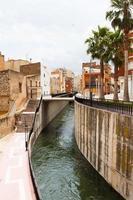 Canal de agua en Amposta, España