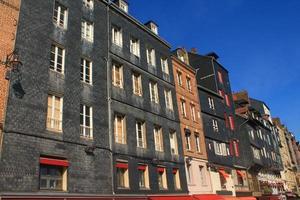 façade ardoise à honfleur, frankrijk