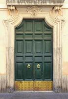 puerta verde vintage foto