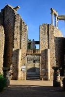 fachada trasera del teatro romano de mérida, españa.