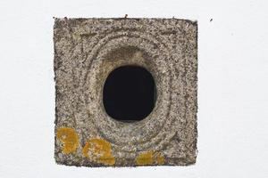 respiradero en edificio medieval foto