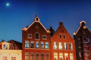Amsterdam - Países Bajos .vulytsya en el centro histórico de amst foto