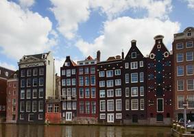 fachadas de casas medievais em amsterdã