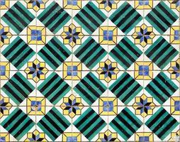 Azulejos, azulejos antiguos pintados a mano en la casa de Lisboa foto