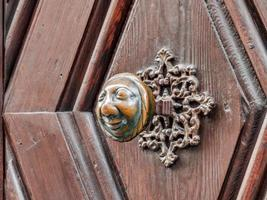 Apfelweibla, Vintage doorknob on antique door, background