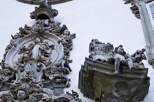 Detalle delante de la iglesia de Nuestra Señora del Monte Carmelo foto