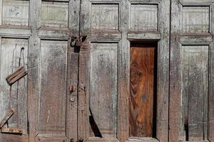 Detalle de la puerta de madera antigua fotografía en primer plano