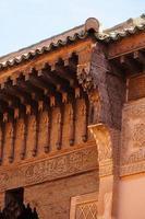 Hermoso detalle de las tumbas saadíes en Marrakech