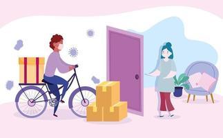 Hombre de mensajería en bicicleta entregando paquetes de forma segura a una mujer en su casa