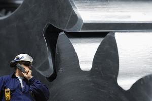 trabajador del acero y maquinaria foto
