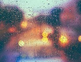 gotas sobre el vidrio después de la lluvia