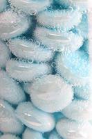 burbujas de color azul claro foto