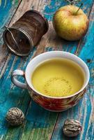 taza de té de manzana foto