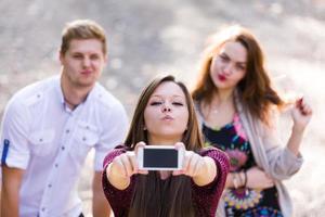 grupo joven juguetón foto
