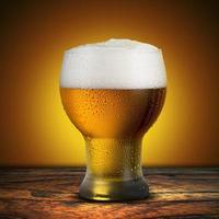vaso de cerveza fría foto
