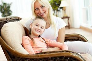 mujer y niña foto