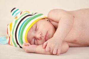 durmiendo suavemente bebé foto