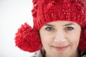 mujer con sombrero rojo foto