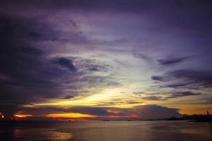 lindo pôr do sol no crepúsculo na Tailândia