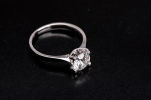 anillo de diamantes foto
