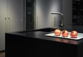 cocina de granito negro foto