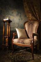 lujoso interior vintage con sillón foto