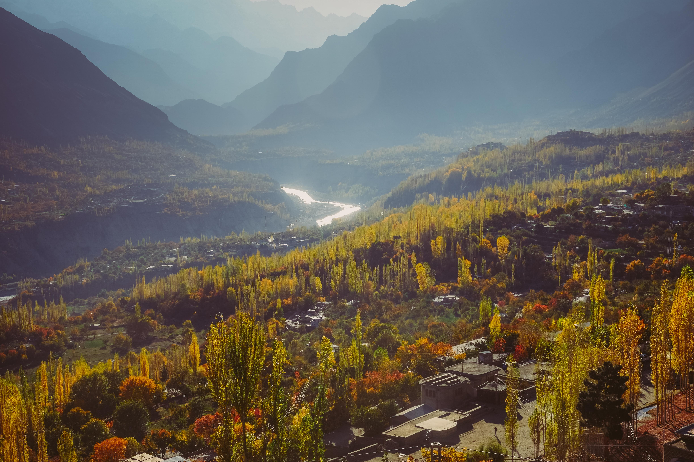 vista del paisaje otoñal de la cordillera karakoram
