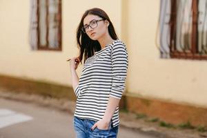 hermosa chica de moda joven