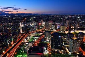 paisaje nocturno de yokohama minato mirai