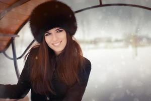 retrato de mujer joven en invierno