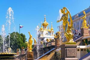 Palacio de Peterhof en San Petersburgo, Rusia foto