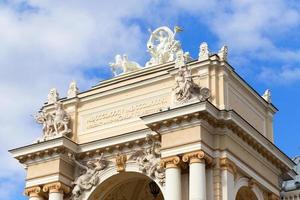 Antiguo edificio del teatro de ópera en Odessa, Ucrania foto