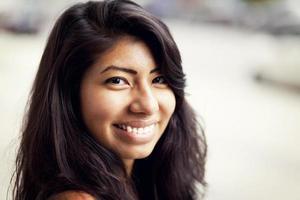 hermosa mujer española sonriendo foto