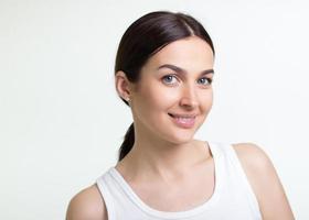 retrato de una mujer joven y bonita foto