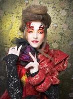 dama de rojo.