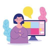 mujer joven comunicándose virtualmente en la computadora