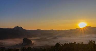 Setting sun on the Phu Lanka viewpoint