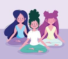 mujeres jóvenes practicando yoga en posición de loto