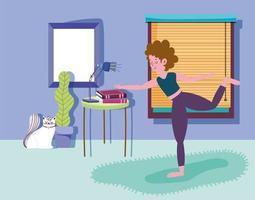 gato mirando mujer haciendo yoga en casa