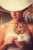 mulheres edwardianas com xícara
