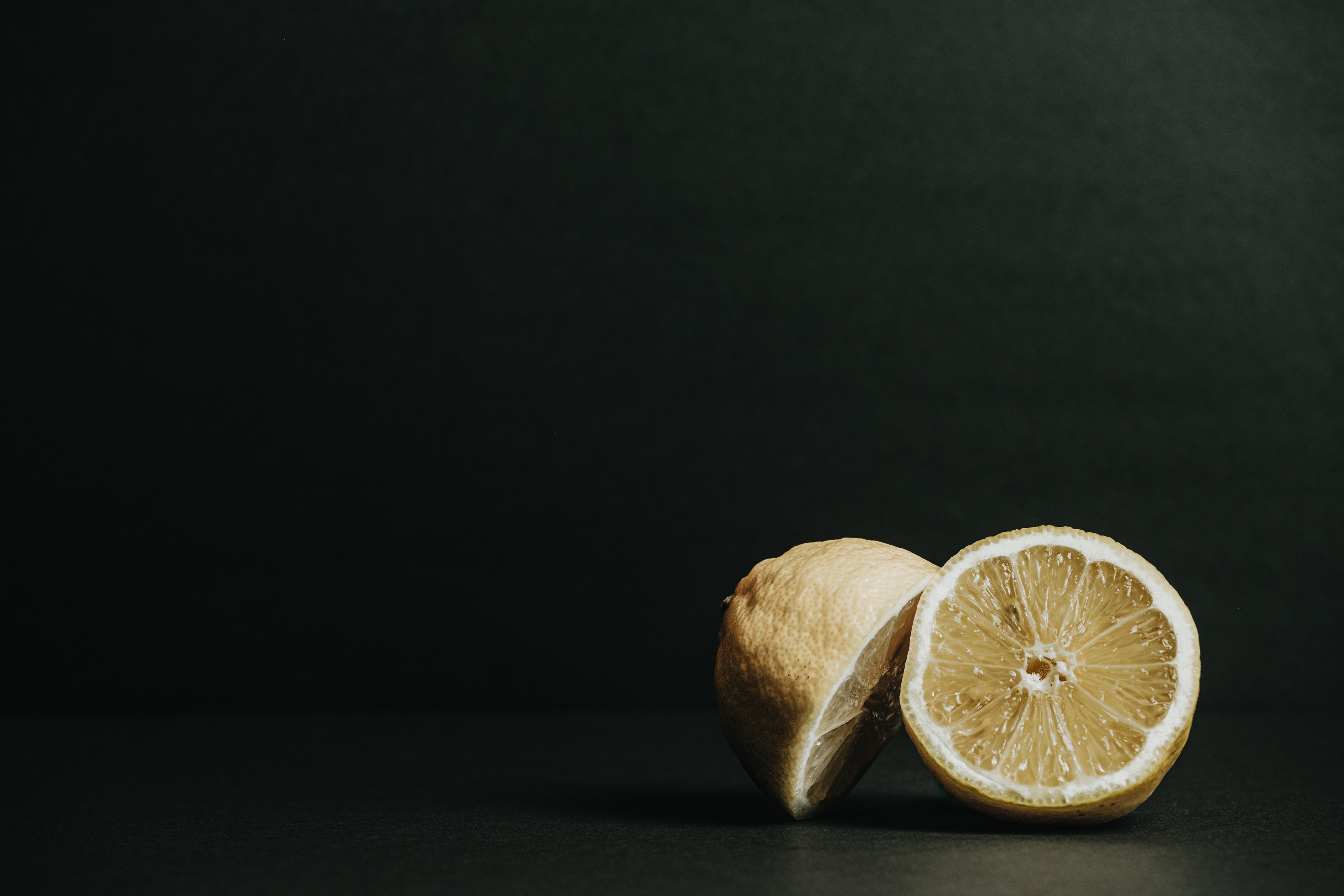les moitiés d'un citron photo