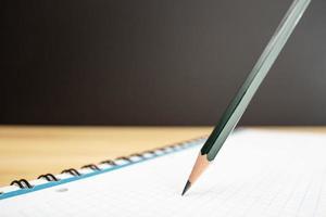 lápiz y cuaderno de cerca